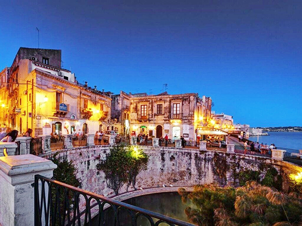 Arethusa spring, Siracusa, Sicily, night_preview